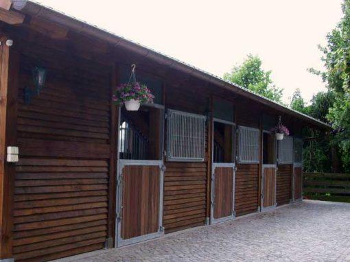 aussenboxen-pferdeboxen-zwingmann